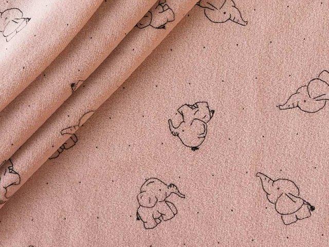 Nicki mit süßen Elefanten auf rosa